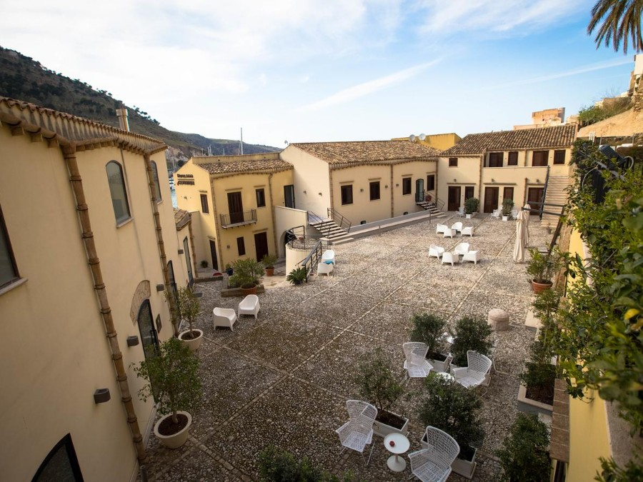 Picture of a hotel during the Vespa Trip in Sicily